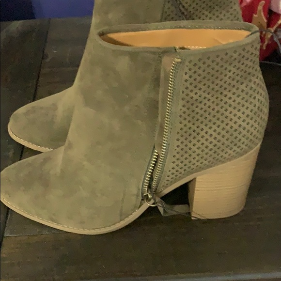 Universal Thread Shoes - Never worn Ankle booties olive green